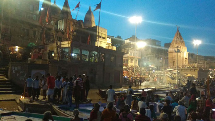 Piligrims and tourists at dshashwamedh ghat